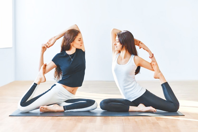 cours de yoga evjf à domicile