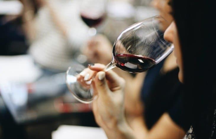 idées evjf Bordeaux -Dégustation de vin