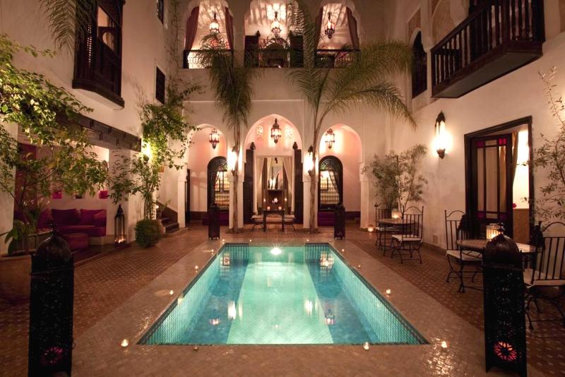 idées evjf à marrakech - séance bain de lotus evjf à marrakech
