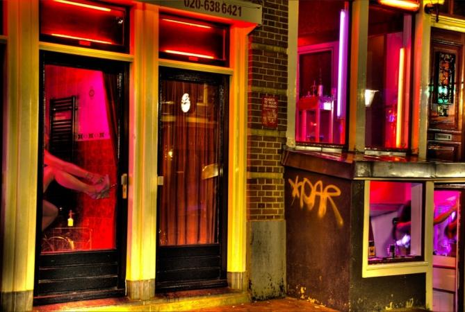 idées evjf amsterdam - barathon bar dans le quartier rouge d'amsterdam