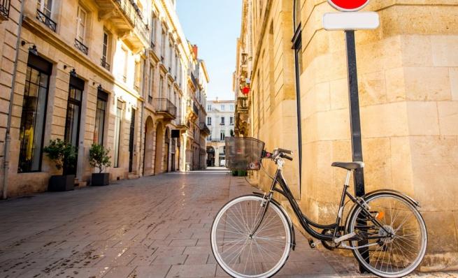 idées evjf bordeaux - balade en vélo à bordeaux