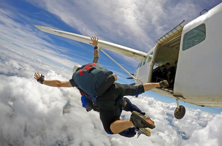 idées evjf la rochelle - saut en parachute à la rochelle