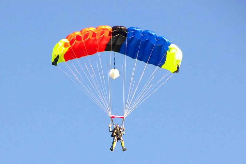 idées evjf lille - saut en parachute lille