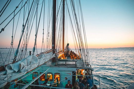 idées evjf lisbonne - balade en bateau lisbonne