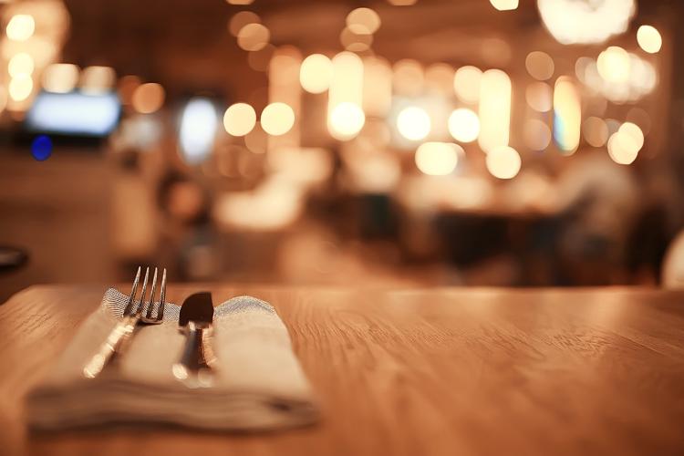 idées evjf lisbonne - restaurant et strip tease à lisbonne