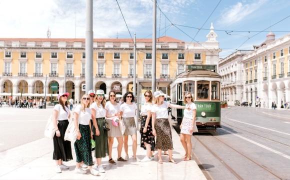 idées evjf lisbonne - visite guidée lisbonne avec un tramway
