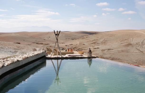 idées evjf marrakech - piscine dans le désert de marrakech