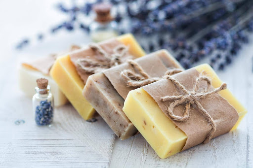 idées evjf marseille - atelier création de savon de marseille