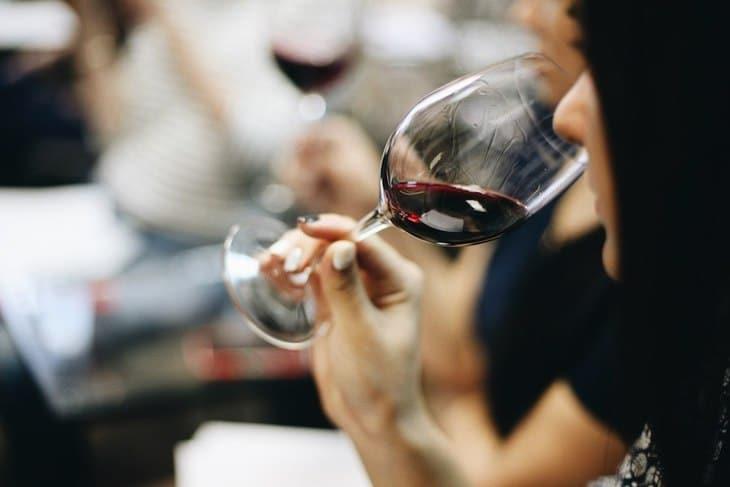 idées evjf marseille - dégustation de vin