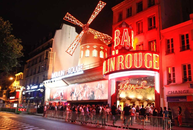 idées evjf paris - visite du moulin rouge à paris