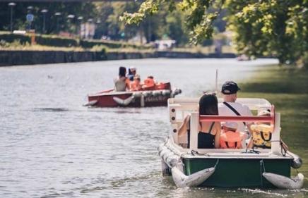 idées-evjf-strasbourg-balade-en-bateau-moteur-à-strasbourg