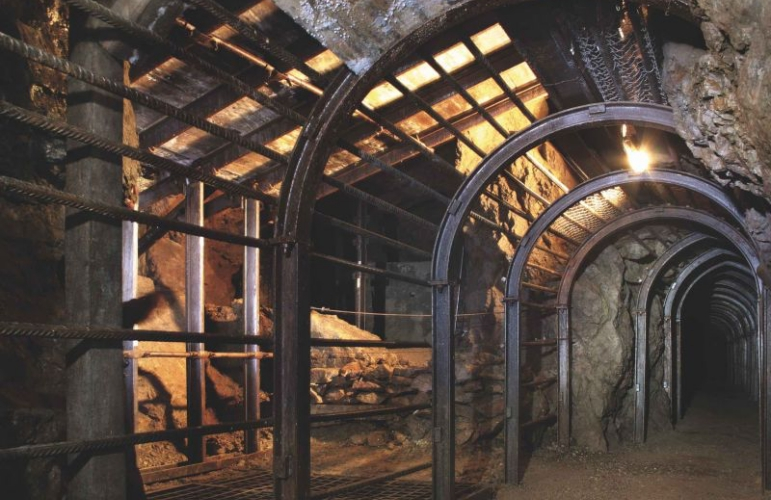idées evjf strasbourg - visite dans les grottes de strasbourg