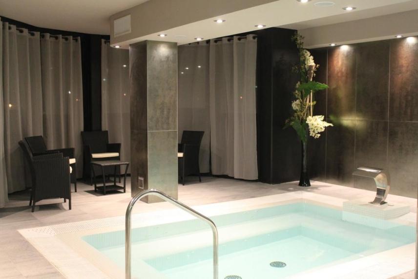 idées evjf toulouse - détente dans le spa d'un hôtel