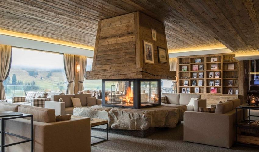maison de campagne salon avec cheminee