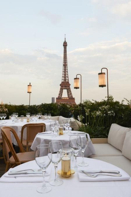 restaurant avec la vue sur la tour eiffel